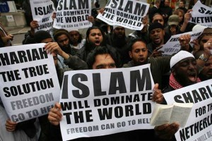Islam-dominate-world-Wilders-visit-England