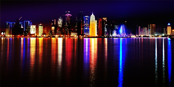 Doha at night, photo Nuroptics, Wikimedia